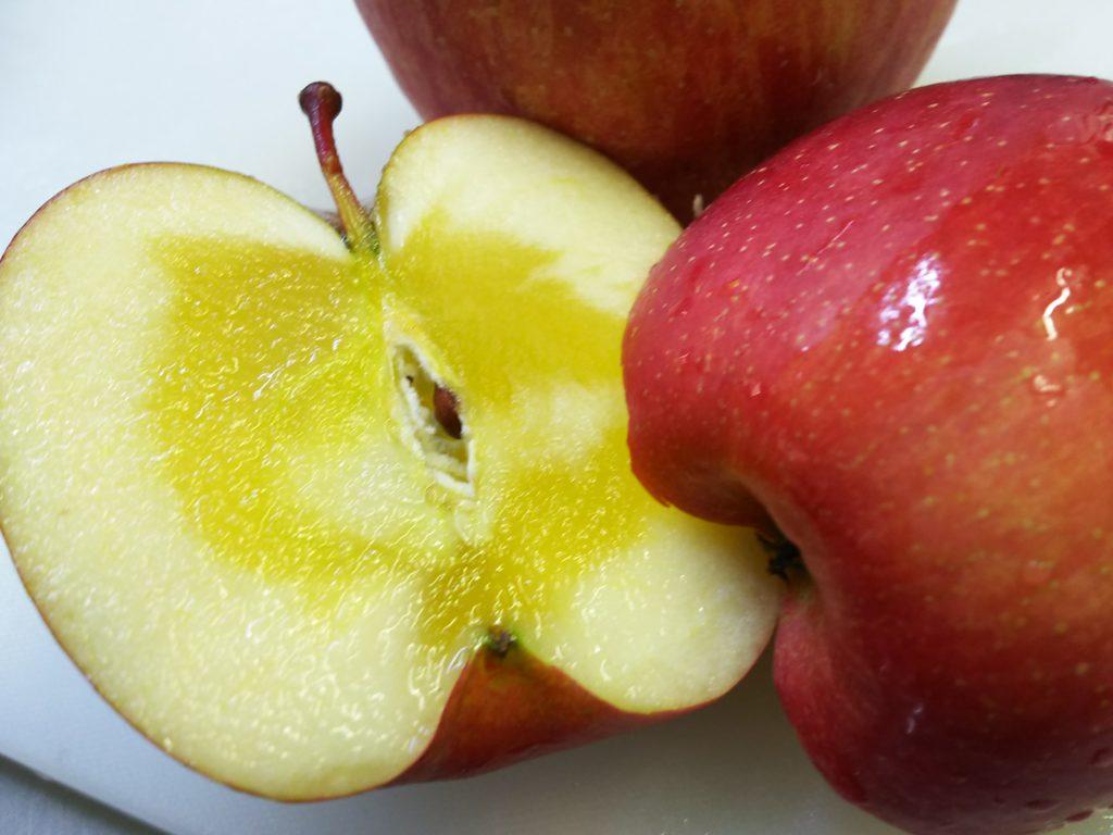 たっぷり蜜の入ったフジりんご